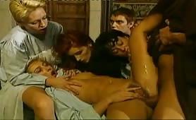 Orgia porno vintage con troie bisex arrapate
