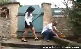 Rebecca, moglie porca fa un pompino al giardiniere