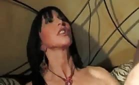 Angella Gritti, una figlia porca trombata dal vecchio padre in porno incesto