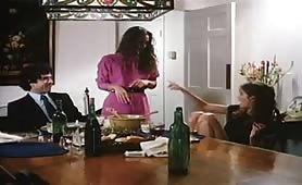 Orgia porno classico con due calde troione italiane