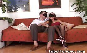 Giuseppina, moglie bona sarda fa un pompino davanti alla telecamera