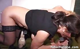 Roxana Ardi gode in scena di sesso lesbo sadomaso