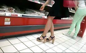 Guardone riprende un meraviglioso culo al supermercato