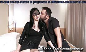 Vera, moglie troiona da Napoli mette le corna al marito in provino porno amatoriale