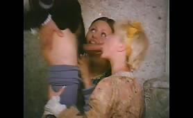 Una calda orgia porno classico con Silvio Evangelista che incula due troione