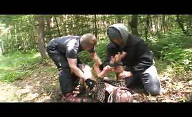 Matura porca abusata in orgia porno nel bosco