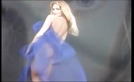 Mercedes Ambrus sexy sposgliarello