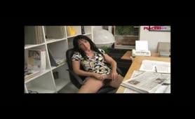 Sheila Stone - Donna manager cougar si fa leccare la fregna