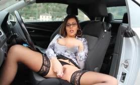Valeria borghese pompino in auto nel boschetto