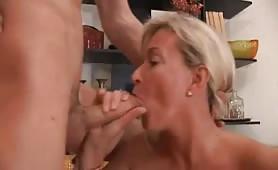 Rita Swiss, una cougar maggiorata trova un nuovo toy boy!