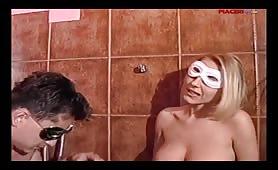 Coppia amatoriale di Sassuolo gode in filmino amatoriale ripreso in bagno