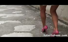 Esibizionista fiorentina ama il pissing