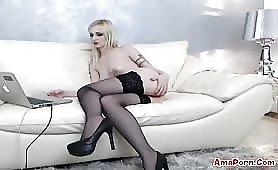 Luna Ramondini in lingerie in web cam con il vibro