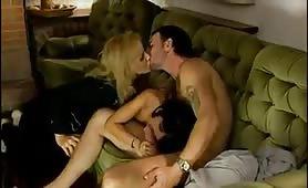 Maurizia Paradiso e Sonia Eyes inculate in orgia porno