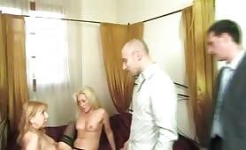 Simona Cavalli e Monica Boldi ,mature italiane in orgia