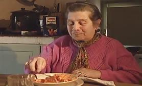 Simona Valli, rossa tettona in lingerie inculata da stallone